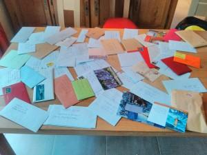 Les 66 courriers collectés avant le départ. Crédit photo : Vincent Berthelot